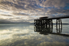 Pier Biwmarus (i.m.j.) Tags: blue sea mountain beach water wales clouds sunrise landscape dawn coast pier cymru wideangle beaumaris eryri anglesey ynysmn penmon tirlun efs1022mm13545usm canon7d