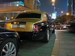 Black and gold Rolls-Royce Phantom (Martijn Kapper) Tags: black cars gold hotel dubai united uae rollsroyce exotic abudhabi phantom tuning lamborghini supercar fairmont combo hamann maybach twotone vae arabemirates verenigde 57s arabische emiraten gallardose