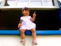 Sofia j sabe  que vai fazer 1 ano :) (Joana Joaninha) Tags: familia tia casa amor janela criana 1ano sobrinha joanajoaninha hellennilce
