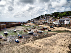 Mousehole, Cornwall (saxonfenken) Tags: houses lines wall boats cornwall harbour jetty quay ropes mousehole 393 gamewinner boatsinharbour yourock1stplace pregamewinner pregamesweepwinner 393boats