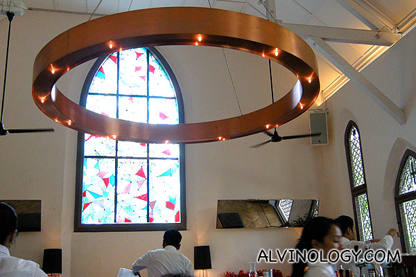 Halo-shaped ceiling light and patterned glass windows