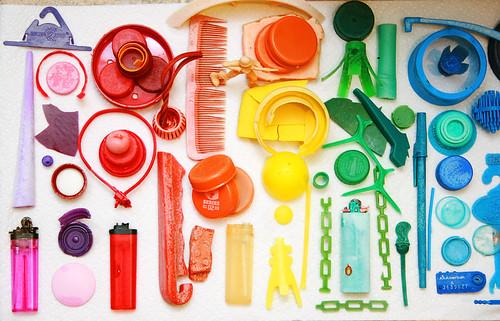 Beachplastic_reds