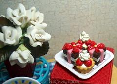 42/365: Roses and Cakes (SS-Designs Doll Interiors) Tags: miniatures rement chocolatedessert ceramicflowers romanticdinner happyvalentinesday barbiesize ssdesignsdollinteriors minniemousecakes megahouseplate rementcannister rementdisneypoohpedestal