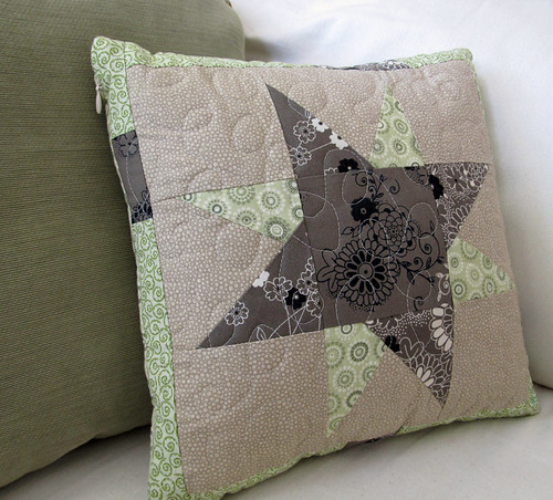 wonky star pillow_front