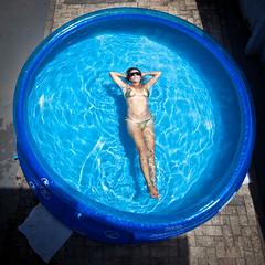 Paddling Pool_03 (a roving eye) Tags: blue woman water beauty lady female swim gold bikini paddlingpool paulmansfield rovingeye arovingeye paulmansfieldphotography familygetty2010 gettyvacation2010 wwwpaulmansfieldphotographycom rovingeyephotography