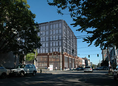 the new, top 5 floors will provide workforce housing (by: Weber Thompson architecture)