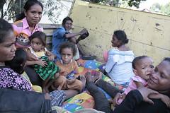 返家途中的前東帝汶難民。照片提供:王郁萱。