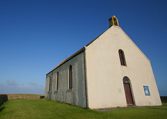Howmore Church (Hugh Spicer / UIsdean Spicer) Tags: summer church scotland hostel july westernisles 2009 uist southuist machair outerhebrides howmore tobhamor uibhistadeas