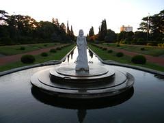 Atardecer en el Jardn Francs (Nando.G.) Tags: santafe argentina atardecer fuente ciudad escultura rosario ocaso parqueindependencia espejodeagua jardnfrancs
