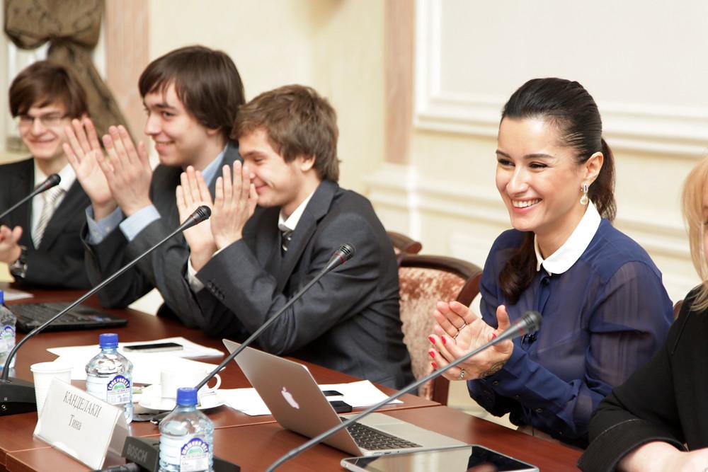 Тина Канделаки с победителями передачи Самый умный