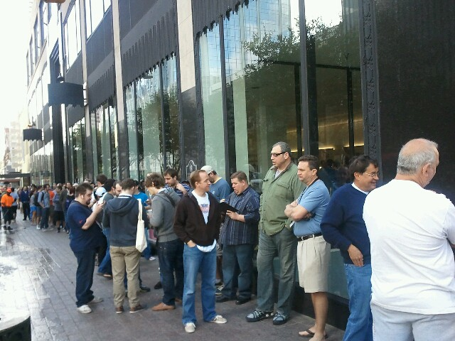 Longest line at #sxsw? The Apple Store, of course.
