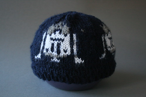Knitting Pattern For R2d2 Hat : Knit an R2D2 Baby Hat for Your Jedi Infant - EvinOK