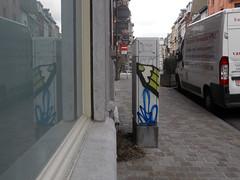 Mirrored pencil (ǝɹpɹoʇǝɹɐןıɥd) Tags: brussels streetart pencils graffiti belgium belgique tag belgië bruxelles graph crayons crayon brussel ixelles potlood elsene créons