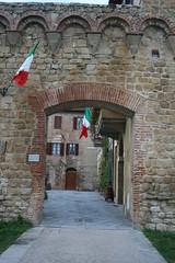 Porta medievale (Matteo Bimonte) Tags: porta siena mura medievale buonconvento francigena