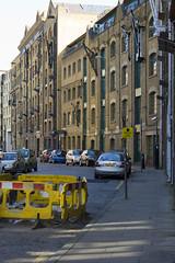 Wapping Wall, E1 (Tetramesh) Tags: uk greatbritain england london walking unitedkingdom britain londres e1 londra waterways londen londinium lontoo llondon londone londonwalks londyn llundain londn  londona londain londono tetramesh walklondon  loundres londonswaterways londr  walkinglondonswaterways gillycameroncooper