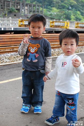 兩兄弟鐵道紀念照