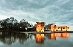 Cold day in Temple of Debod (Madrid) (Jordi Alfaro) Tags: madrid blue sky orange cold temple spain nikon debod jordialfaro