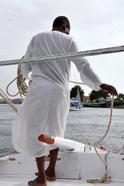 エジプト アスワン ファルーカでナイル川クルーズ 風を操るキャプテン