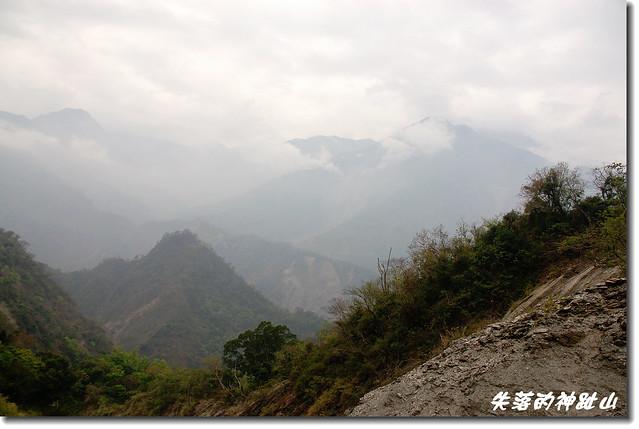 遙望井步山(右後)、霧頭山(左後)