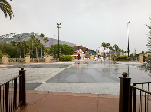 It's a rainy day at Universal Studios! You know what that means...no lines!