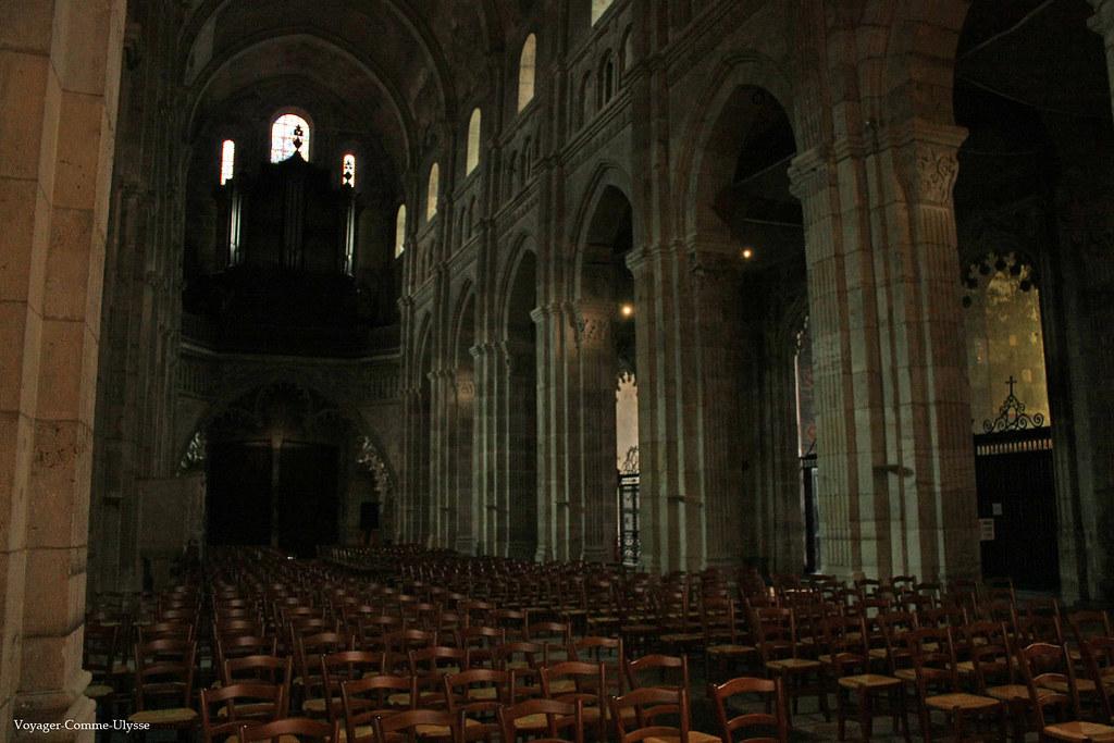 Intérieur de la cathédrale romane