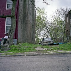 (patrickjoust) Tags: auto county street city urban usa house man color 120 6x6 tlr film home car america square lens us reflex focus automobile pittsburgh fuji mechanical pennsylvania district united hill watching north patrick twin row mat pa v 124g pro epson medium format states manual 500 expired 80 joust yashica allegheny rowhouse 220 rowhome estados 80mm f35 fujicolor c41 unidos yashinon v500 160s autaut analo patrickjoust