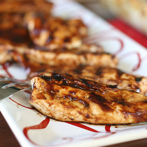 Paleo Balsamic BBQ Chicken | Balsamic BBQ Sauce | paleo recipes | gluten-free recipes | grilling recipes | BBQ chicken recipes | perrysplate.com