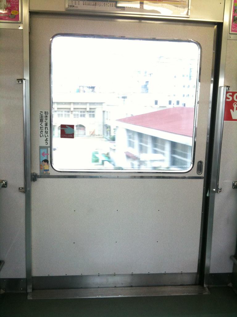 南海の電車の扉