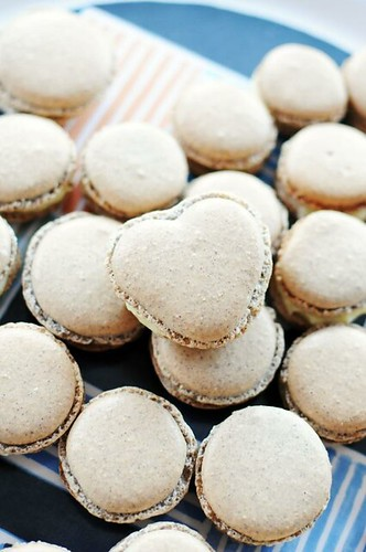 blueberry-whitechocolate-coconut-macarons