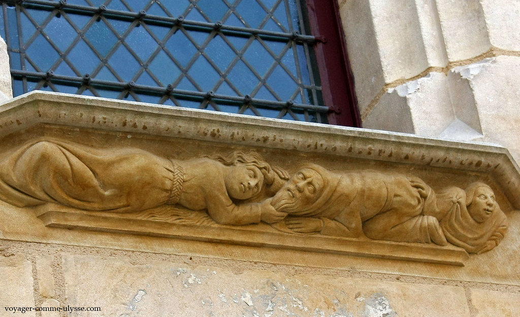 Bas-relief représentant un couple qui se dispute