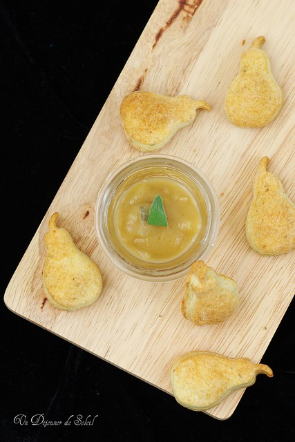 Gorgonzola and sage shortbread with pear compote