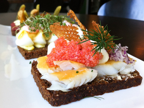 Smoked fish, roe, shallots, chives and crisps on rye side