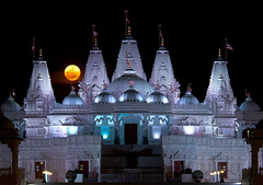 """Supermoon"" rises over BAPS Shri Swaminarayan Mandir (JLMphoto) Tags: moon night georgia temple photography lowlight indian super moonrise hindu mandir baps shri lilburn swaminarayan 2011 perigee jlmphoto supermoon"