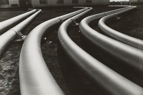Lisette Model, Venezuela, Maracaibo, pipes, 1954
