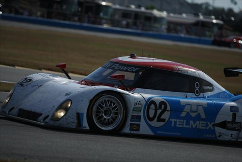 Scott Dixon leading the field in the #02 Chip Ganassi Racing Daytona prototype
