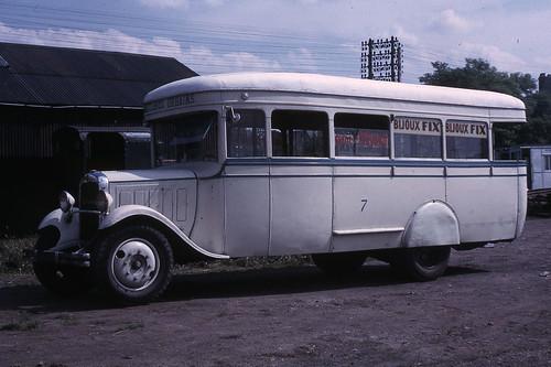 JHM-1966-0099 - Pithiviers, ancien autobus de Lourdes