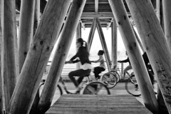 le monde bouge (yakanama) Tags: bike bicycle bordeaux bicicleta bici quai vlo bicicletta burdeos burdigala garone garonna bord bordeu