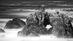 [フリー画像] 自然・風景, 海岸, 海, モノクロ写真, 201102170100