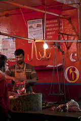 Butcher N6 (Jos5941) Tags: red portrait india tree colors canon catchycolors colorful asia market retrato beef muslim meat menatwork butcher trunk asie tamilnadu ooty boucher inde peopleatwork angers halal viande musulman incredibleindia mashaallah n6 josefernandez josfernandez