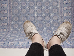 Arsty Feet. (alliekenny) Tags: feet nikon shoes dirty tapestry strobe leggings whiteshoes keds canvasshoes