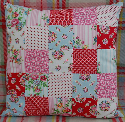 Greengate patchwork pillow by Dittepigen