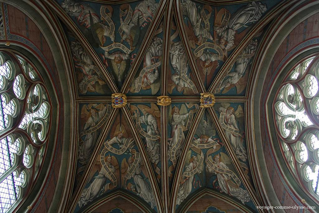La voûte de la Chapelle est peinte