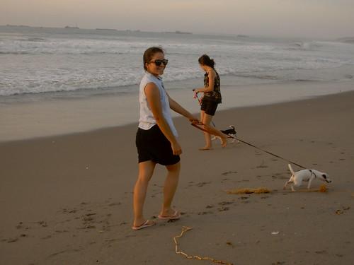 sacar a pasear a tu mascota te ayuda a hacer ejercicio