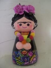 Frida Kahlo muñeca de papel mache