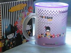 Caneca Kokeshi com receita de bolo - by Euamocanecas.com