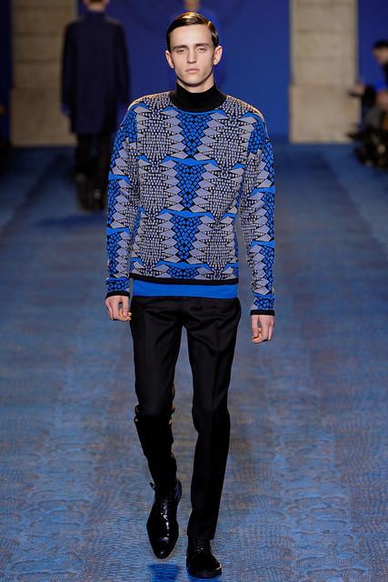 Alex Dunstan3167_FW11_Milan_Versace(VOGUEcom)