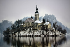 Snow Flurry (Neil Aiston) Tags: snow slovenia lakebled