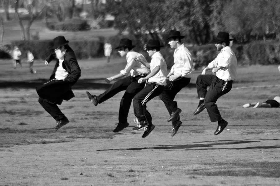 Flying rabbis (Tav)