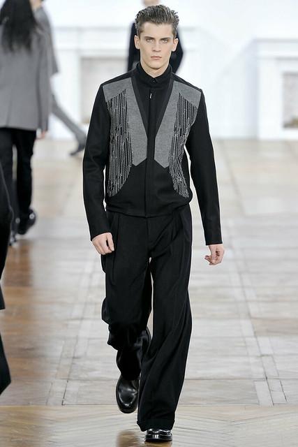 FW11_Paris_Dior Homme023_William Eustace(VOGUEcom)
