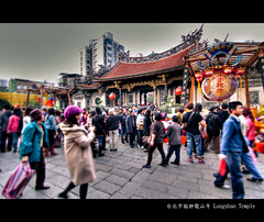 Lungshan Temple (pooldodo) Tags: photoshop canon temple eos fuzzy tokina f28 hdr lightroom lungshantemple  2011 photomatix 50d funtaiwan  t116 1116mm pooldodo